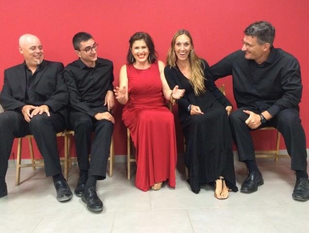 Le Quatuor et la soprano Yolanda Prysma Dolcet mettre l
