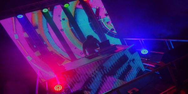 """""""La festa sobre rodes"""": escenari mòbil amb DJ"""